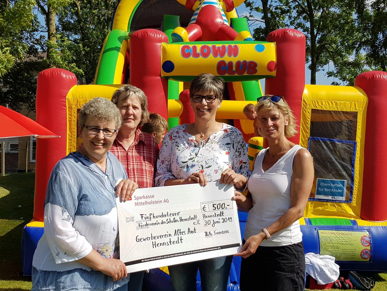 Spendenübergabe an den Förderverein der Schulen Hennstedt e.V.